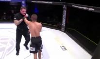 არაბი MMA მებრძოლის მხეცური საქციელი -  ჯერ მეტოქეს ახრჩობდა, შემდეგ მსაჯს დაესხა თავს [VIDEO]